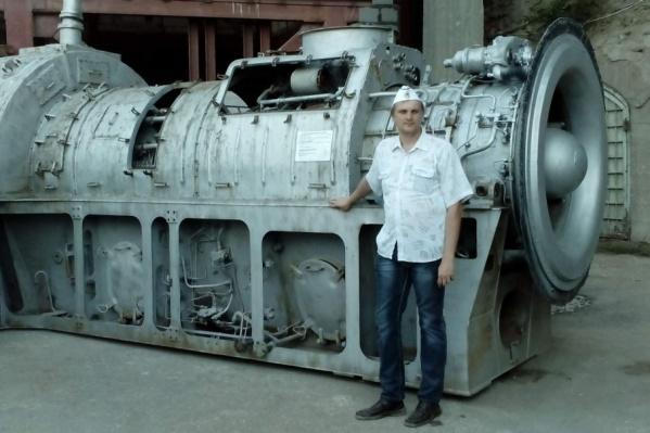 Владислав Шульга на своем рабочем месте в ТАНТК им. Бериева