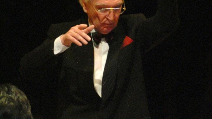 Главный дирижер музыкального театра отметил юбилей с Бендером и призраком оперы