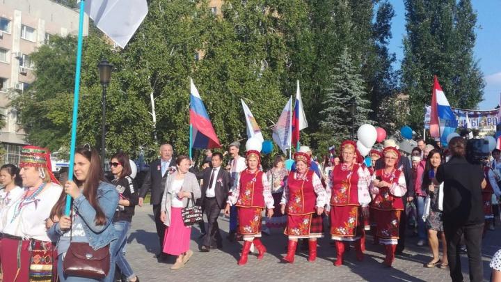 Цыганские юбки, татарские платки и эрзянские шапочки: на Полевой прошел парад дружбы народов