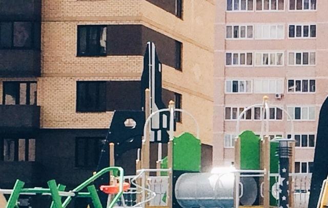 Тюменца, упавшего с высоты 18-го этажа на улице Беляева, пытались спасти
