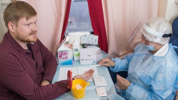 800 челябинцев прошли тест на ВИЧ на железнодорожном вокзале