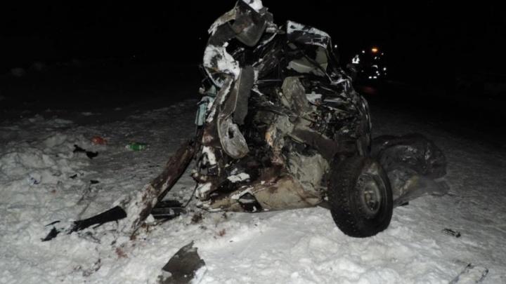 На трассе Тюмень — Ханты-Мансийск столкнулись три автомобиля, погиб 27-летний мужчина