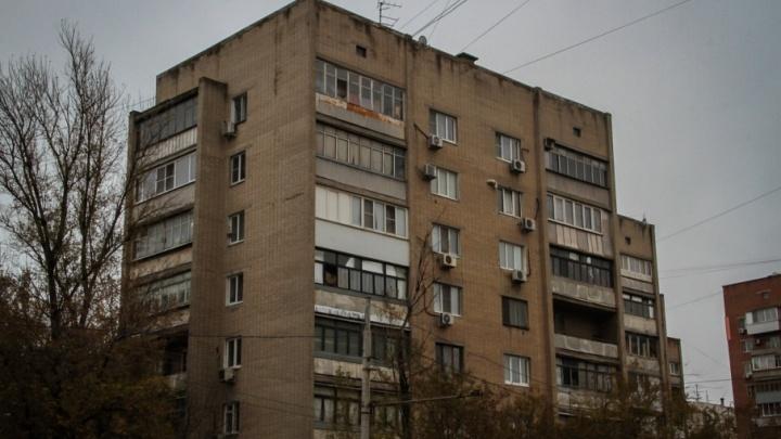 В Ростове пропавшую после уроков восьмилетнюю  девочку нашли в соседнем подъезде