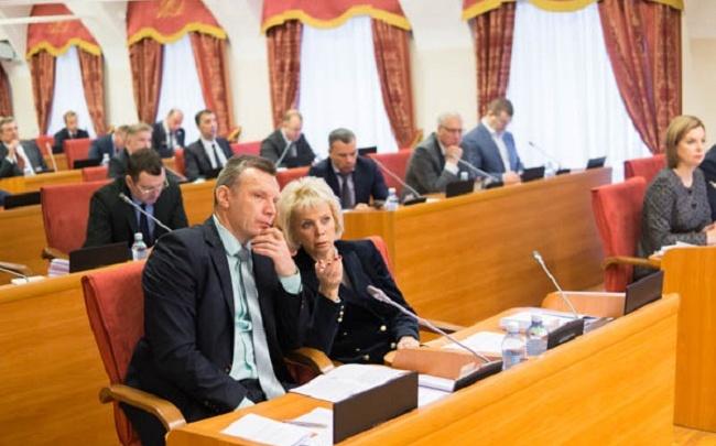 Депутаты об областном бюджете: мы каждый год думаем о долларах и евро
