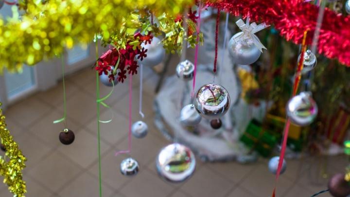 Выдачу детских новогодних подарков в Самарской области приостановили до 18 декабря