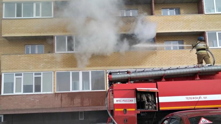 В Тарманах из многоэтажки, где загорелся балкон, эвакуировали 26 человек