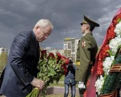 Виктор Басаргин возложил цветы к монументу «Героям фронта и тыла»