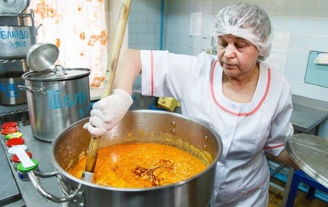 В Волгограде детей-инвалидов лишили бесплатного питания