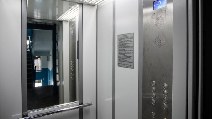 В центре Волгограда людей оставили без лифтов на четыре месяца