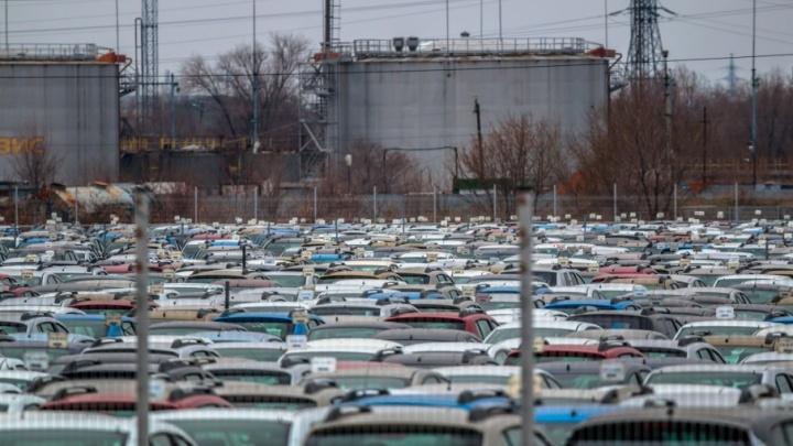 Захватил землю под парковку: владельца стоянки на Партизанской оштрафовали на 340 662 рублей