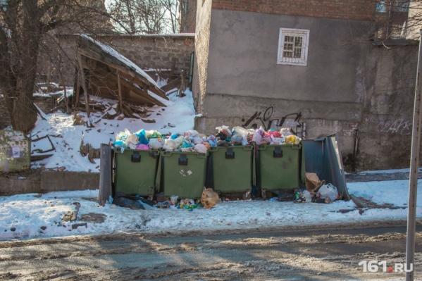 Опасная находка лежала в мусорном баке на проспекте Королева