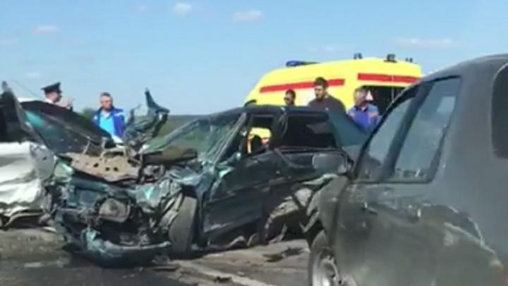 В страшной аварии на Третьей Продольной в Волгограде пострадали пять человек