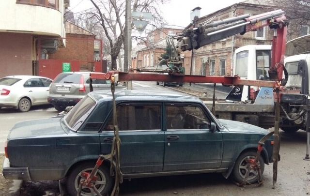 «Паркуюсь как чудак – 4»: фотоподборка 161.ru о ростовском хамстве