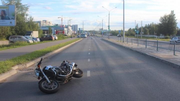 В Северодвинске мотоциклист разбился насмерть в аварии с «Субару»