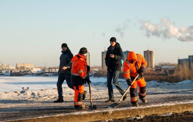Тюменцы могут следить онлайн за тем, как тротуары чистят от наледи