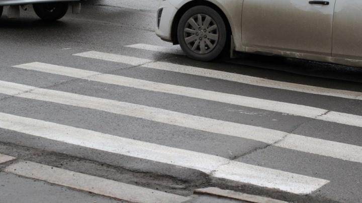 На улице Судостроителей водитель KIA сбила 15-летнего велосипедиста и уехала с места аварии