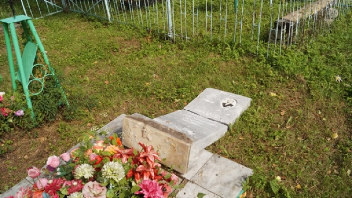 В Кунгурском районе четверо подростков подозреваются в погроме на местном кладбище