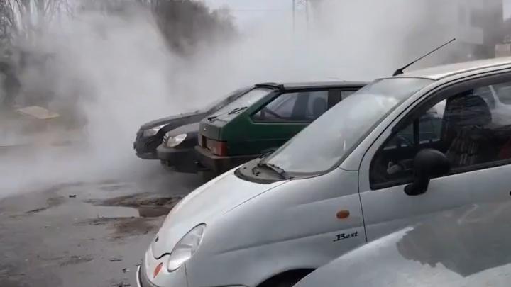 Готовьте тазики, но не для оливье: в Ростове прорвало трубу с горячей водой