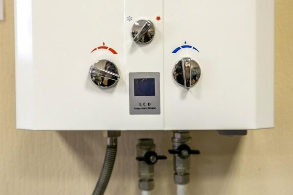 В квартирах стояли водонагревательные газовые колонки, их эксплуатация велась при неисправной вентиляции