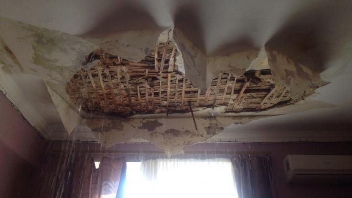 Жильцам затопленной кипятком квартиры в Ростове предложили решить проблему до суда