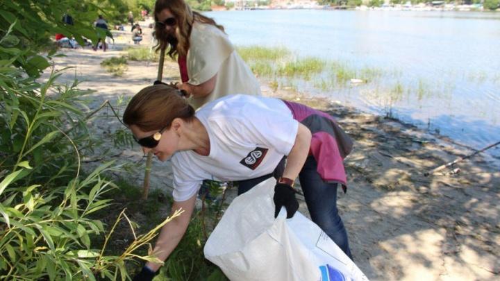 Cотрудники «Ростовводоканала» на экологическом субботнике очистили берег Зеленого острова