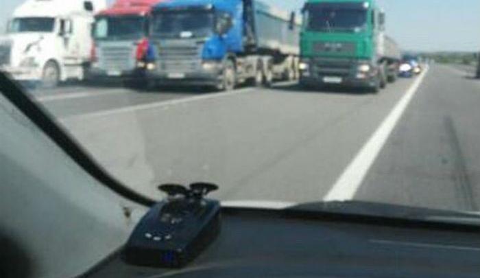 Очевидцы: водители фур перекрыли трассу М-4 «Дон»
