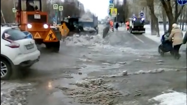 Семь домов остались без воды из-за повреждения трубы на Московском тракте