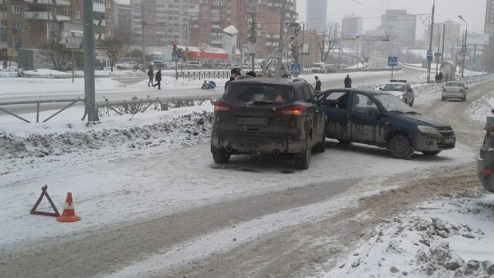 Неудачно сдала назад: в Перми ВАЗ врезался в иномарку, пострадал 10-летний мальчик