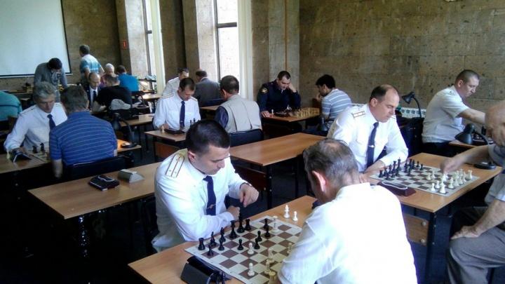Сотрудники ГУФСИН провели турнир по шахматам с читателями публичной библиотеки
