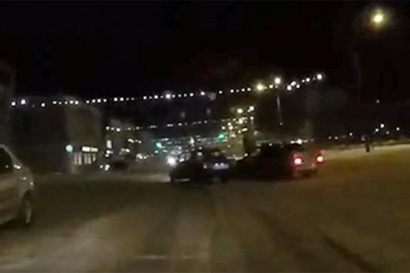 Водители устроили опасные гонки