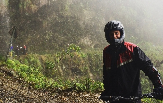 На край света автостопом: челябинец спустился на байке с высоты 4600 метров