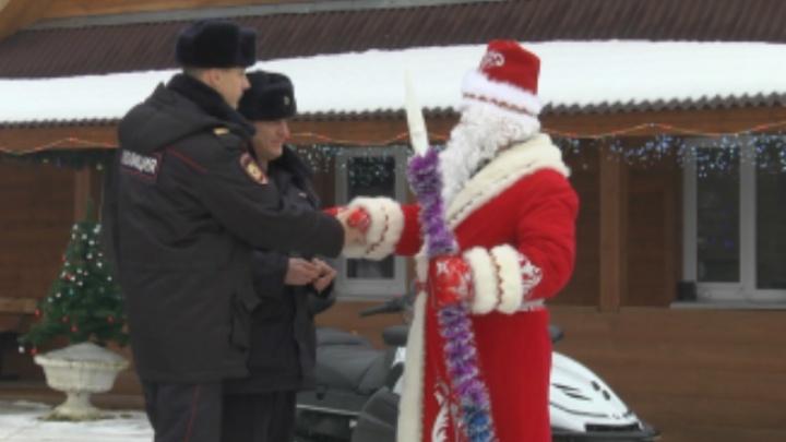 Угон снегохода у Деда Мороза попал на видео