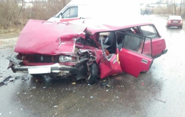 Авария с пострадавшими в Рыбинске: ВАЗ превратился в груду металла