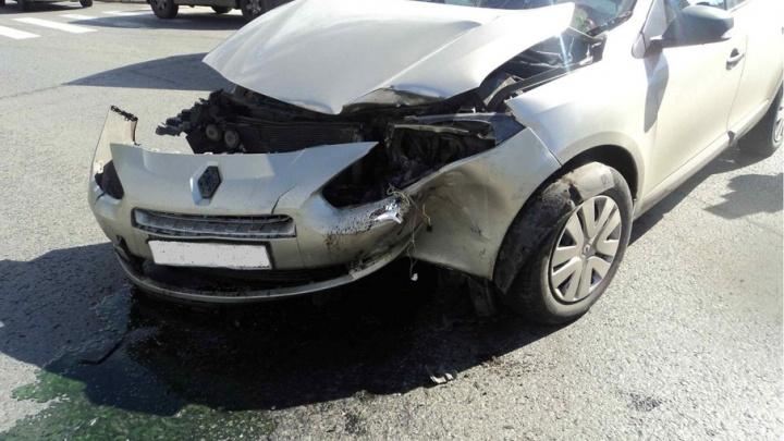 Северянка на «Ниссане» не уступила дорогу «Рено» и попала в аварию