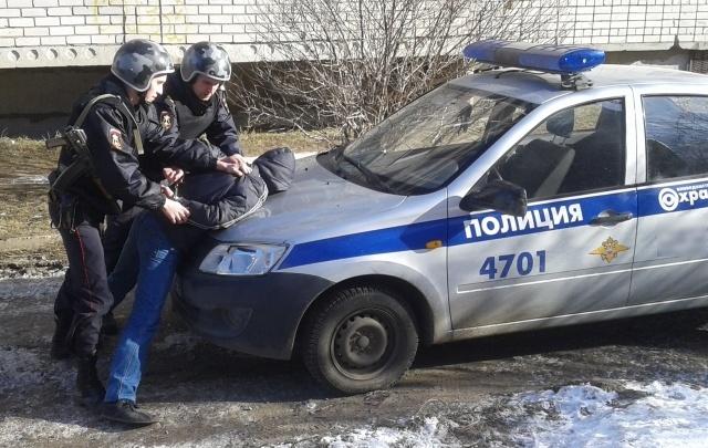 В Архангельске бывший заключенный напал с ножом на собственного отца