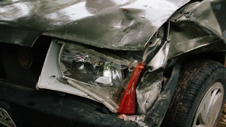 «Такси сложило пополам»: на Московском шоссе Skoda влетела в ВАЗ-2115