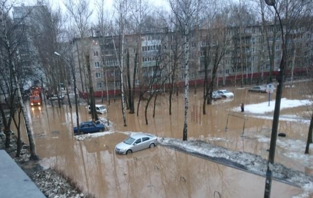 Мэрия: двор в Брагино затопило из-за некачественной трубы