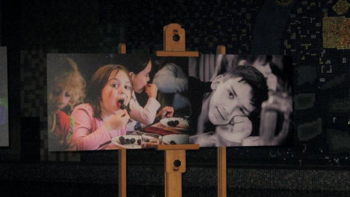 Дети войны: в Ростове открылась выставка фотографий ребят из Донбасса