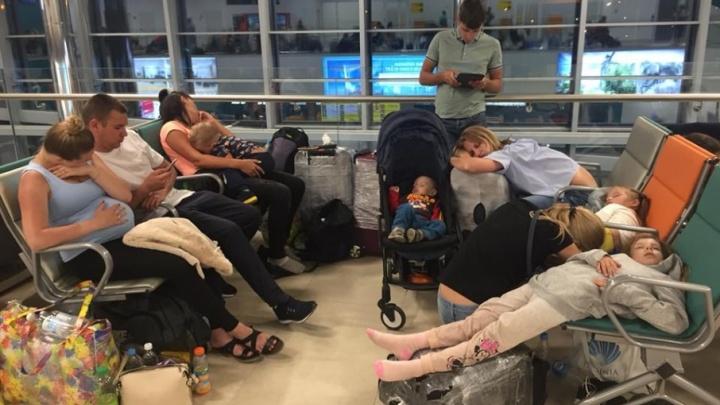 Пассажиры самолета из Антальи спали на полу в терминале волгоградского аэропорта