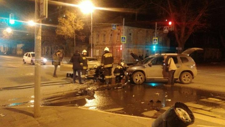 Капоты вдребезги, трое детей в больнице: в Самаре дорогу не поделили ВАЗ-2113 и «Рено»