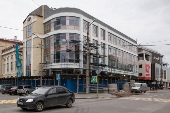 Реконструкция театра ведется с 2015-го