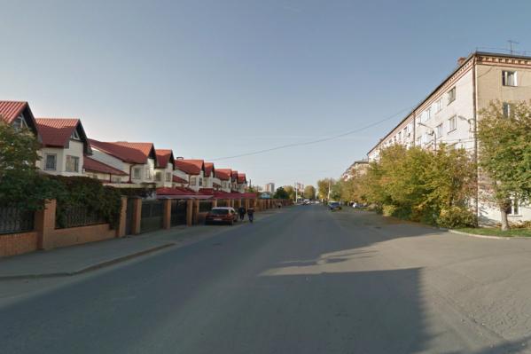 Движение прекращено между домами № 17 и № 22/2 по улице Татьяничевой