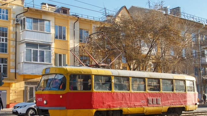 В Волгограде буксировали остановившийся трамвай