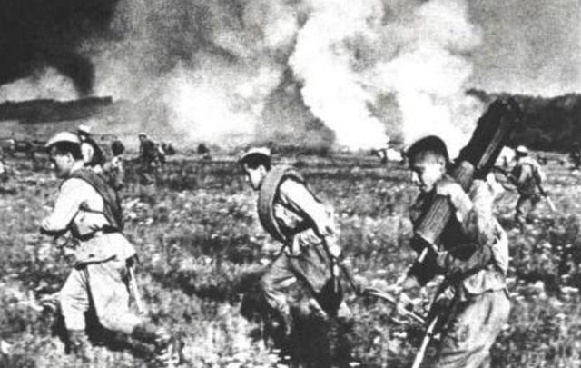 Подвиг ефрейтора Пятикова: связь под бомбардировками авиации врага