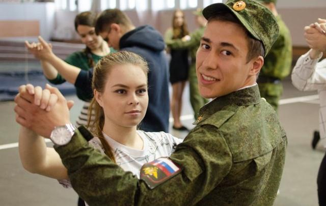 Генеральный прогон: более сотни студентов закружатся в «Вальсе Победы»
