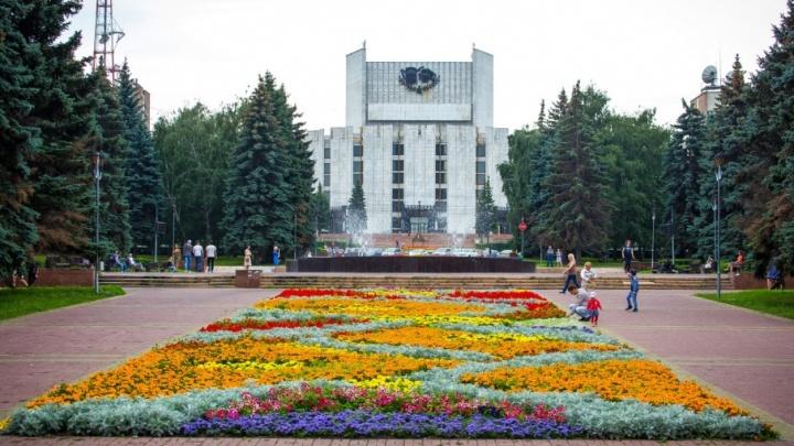 Яровая, мрамор и воздух из парка: самый большой в Челябинске театр открыли 35 лет назад