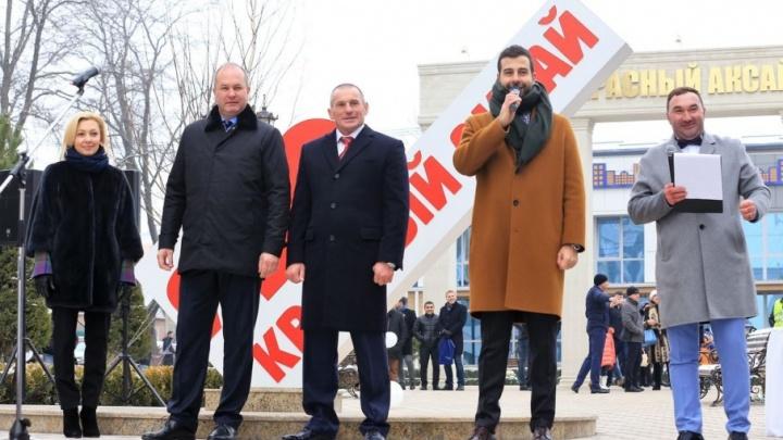 Утренний Ургант: известный шоумен вручил ключи первым жильцам «Красного Аксая»