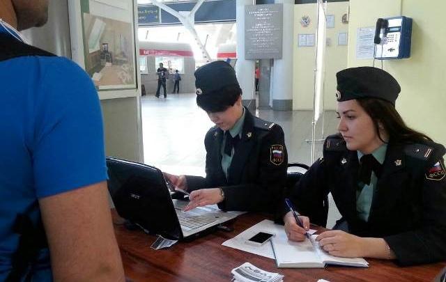 В Самаре на железнодорожном вокзале судебные приставы выявили 10 должников