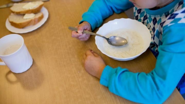 Голодные игры: власти потребовали не кормить детей, чьи родители просрочили оплату садика