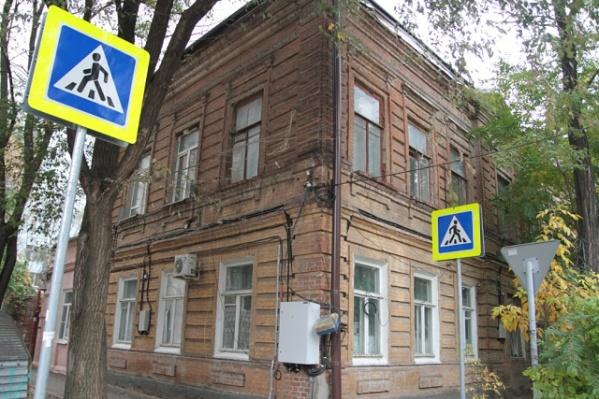 Дом в переулке Нахичеванском начали ремонтировать